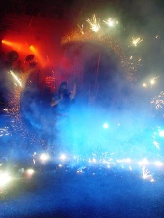 Eine Wahnsinnsfeuershow im Jahr 2011